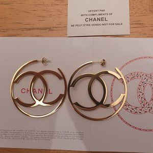New Chanel earring loop gold tone